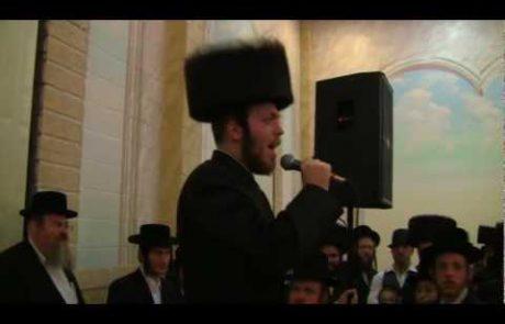 Avrumy Holczler: Professional Hasidic Singer Performs Eishet Chayil at His Own Wedding
